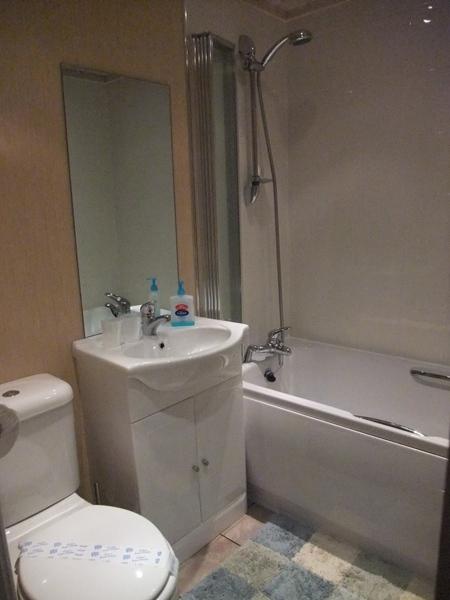 Family bathroom - Fellside Lodge - Limefitt Park - Troutbeck