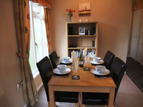 Comfortable Dining Area for 4 - Fellside Lodge - Limefitt Park - Troutbeck